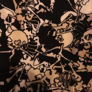 LuLaRoe Pants - LuLaRoe OS Leggings, with creepy skeletons print